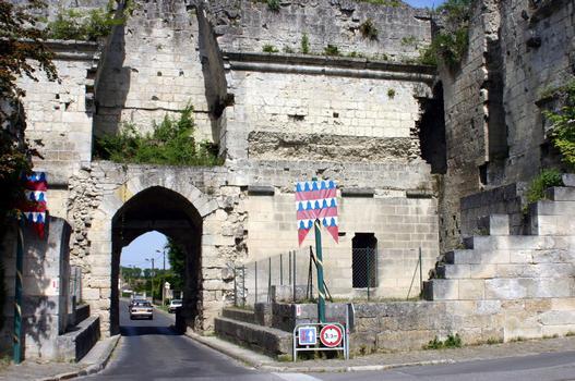 Château de Coucy, porte de Laon, côté ville