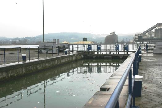 Schleuse Visé auf dem Verbindungskanal zwischen Albertkanal und Maas
