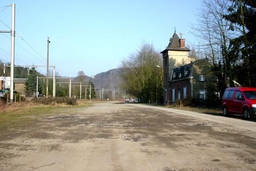 Schleuse Tilff, Sicht auf den zugeschütteten Kanal,rechts das Schleusenwärterhaus