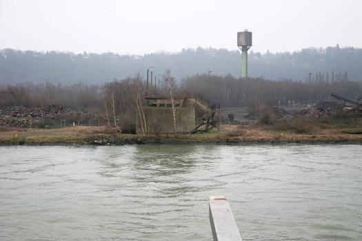 Brücke von Vivegnis der Brückenkopf der zerstörten Brücke am rechten Ufer