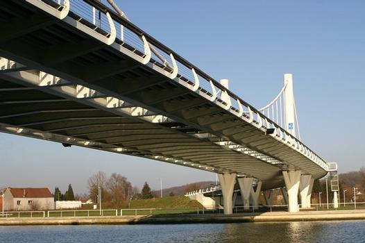 Pont vu de la rive gauche en amont