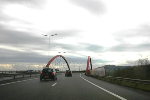 Die Autobahnbrücke der A13 (Luxemburg) in Schifflingen