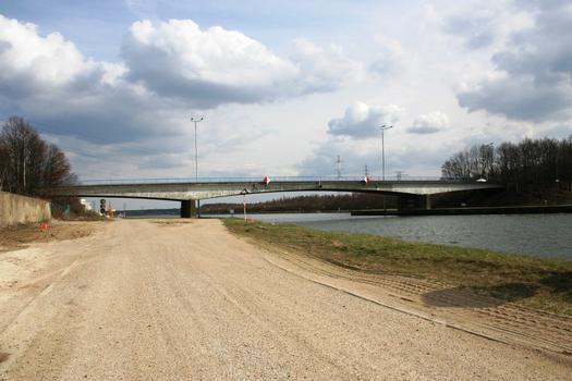 Zutendaalbrücke über den Albertkanal