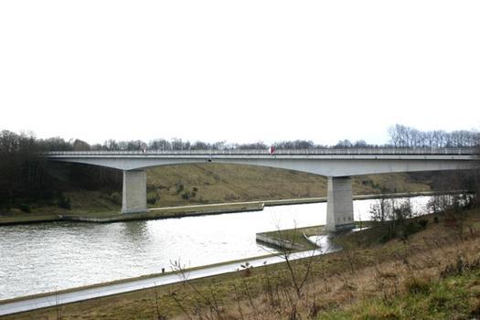 Pont sur le Canal Albert à Gellik au p.k. 30.4