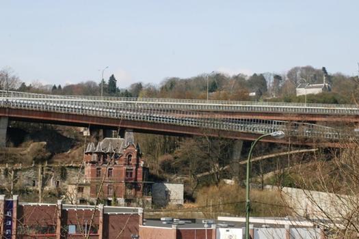 Viaduc de Lambermont, rampe d'accès venant de Battice et à droite de l'image rampe de la sortie 4 vers Verviers venant de Saint-Vith