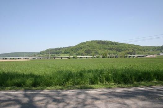 Viaduc de Lorentzweiler vu dans la vallée de l'Alzette d'en amont