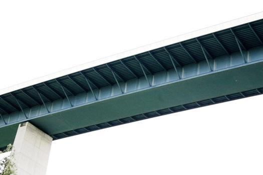 Le viaduc de la vallée de la Sûre.Ce pont frontalier fait liaison entre l'autoroute A1 au Luxembourg avec l'autoroute A64 en Allemagne
