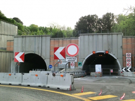 Coronata Tunnel western portals, closed to the traffic after Polcevera Viaduct collapse