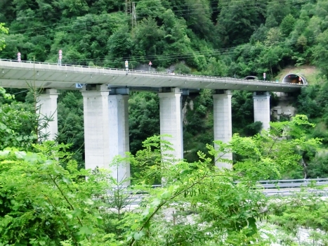 Fella VI Viaduct and, on the right, Clap Forat Tunnel northern portals