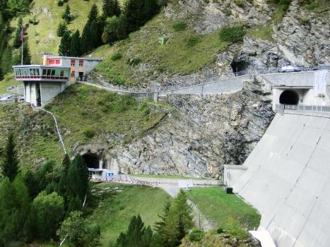 Tunnel an der Talsperre Luzzone