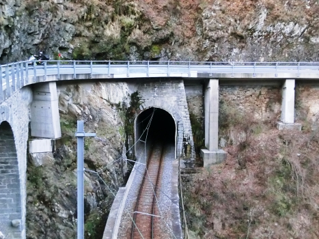 Eisenbahntunnel Cadanza