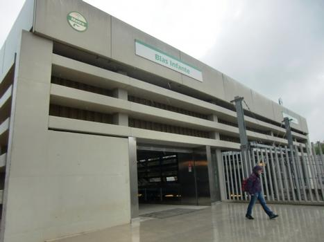 Blas Infante metro station, access