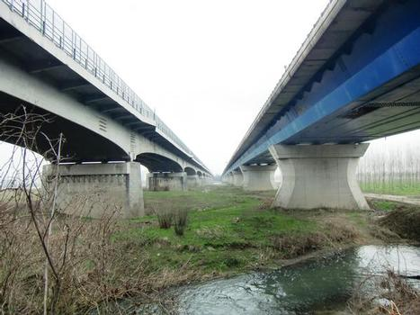 Old (on the left) and new A7 Po bridges