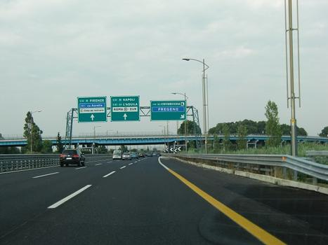"""A91 motorway at A12 motorway connection, with A12 """"Fiumicino"""" viaduct (525 m)"""