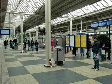 Amsterdam Amstel Station, railways and metro platforms