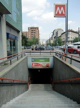 Caiazzo Metro Station, access
