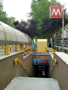 Zara Metro Station, access