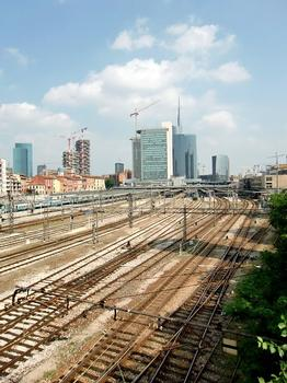 Porta Garibaldi Station : In the background, from left to right, Lombardia Palace,Galfa Tower, Bosco Verticale, Cesar Pelli A-B-C Towers