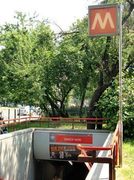 Bande Nere Metro Station access