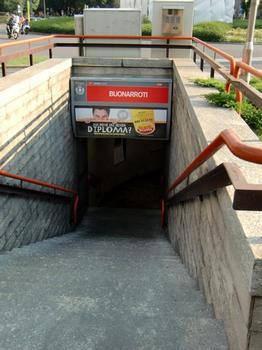 Buonarroti Metro Station, access