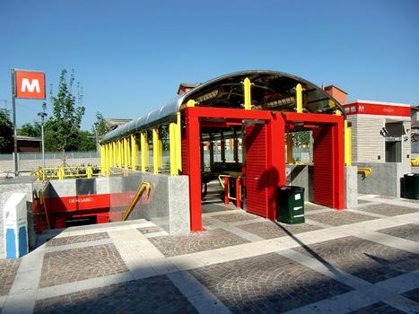 Dergano Metro station, access