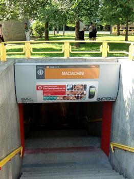 Maciachini Metro station, access