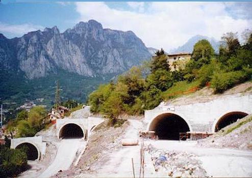 Poggi Tunnels under construction from via ai Poggi. From left to right: Poggi 3 exit portal, Poggi 1 southern portal,Poggi 2 enter portal (partially hidden), Poggi 2 exit portal and Poggi 3 enter portal