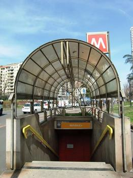 Repubblica Metro Station, access