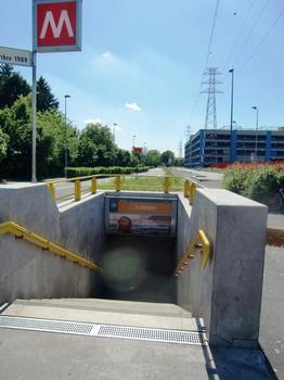 San Donato Metro Station, access