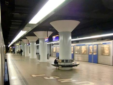 Metrobahnhof Nieuwmarkt