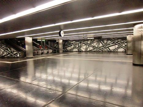 Karlsplatz Metro Station, mezzanine