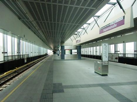 Aspernstraße Metro Station, platform