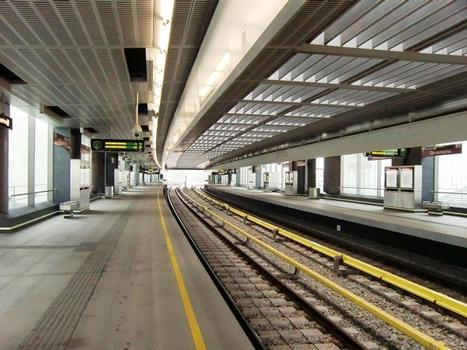 Donaumarina Metro Station, platform