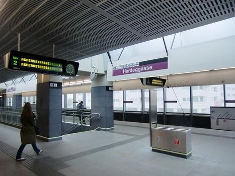 Hardeggasse Metro Station, platform