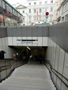 Herrengasse Metro Station, access