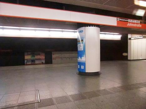 Johnstraße Metro Station, platform