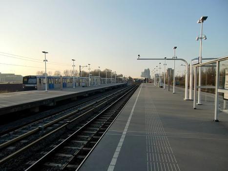Metrobahnhof Van der Madeweg