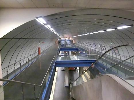 Darsena Metro Station