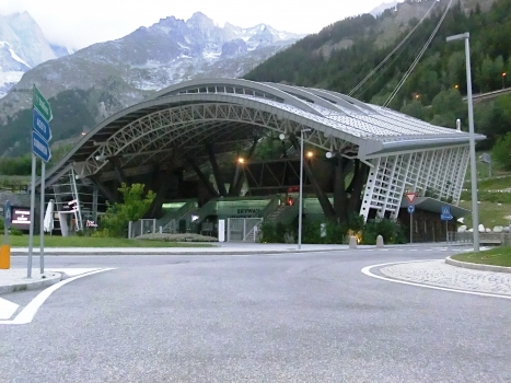 Skyway Monte Bianco, Entreves station