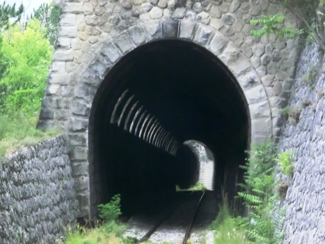Scaffarels Gallery eastern portal. In the back is the 21 m-section destroyed in a landslide and the eastern portal of Scaffarels Tunnel