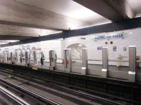 New safety doors in Hôtel de Ville Metro Station, line 1 platforms