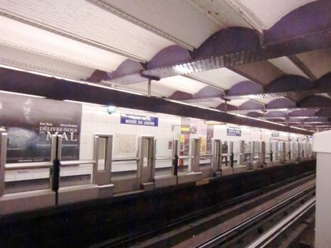 Metrobahnhof Palais Royal - Musée du Louvre