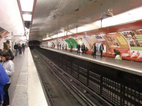 Châtelet Metro Station, line 4 platforms