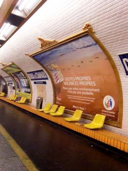 Station de métro Croix de Chavaux