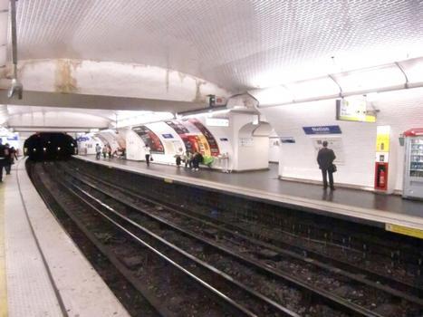Nation Metro Station, line 9 platform