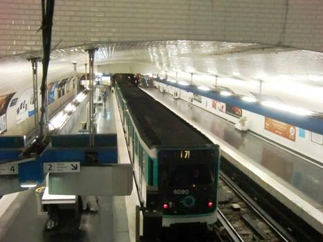 Châtelet Metro Station, line 11 platform