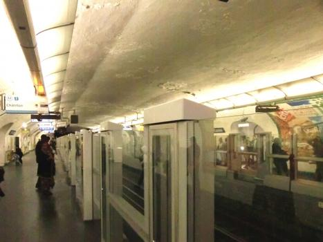 Metrobahnhof Saint-Lazare