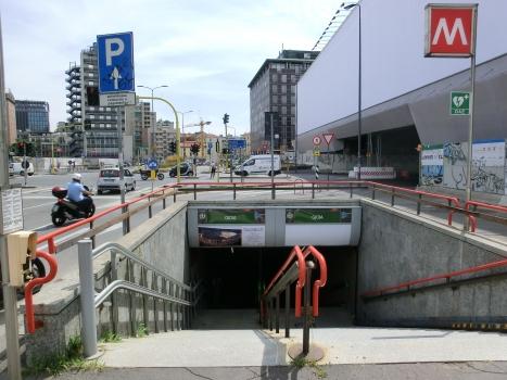 Gioia Metro Station, access