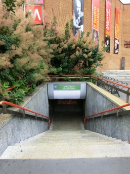 Lanza Metro Station, access