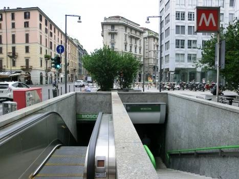 Moscova Metro Station, access